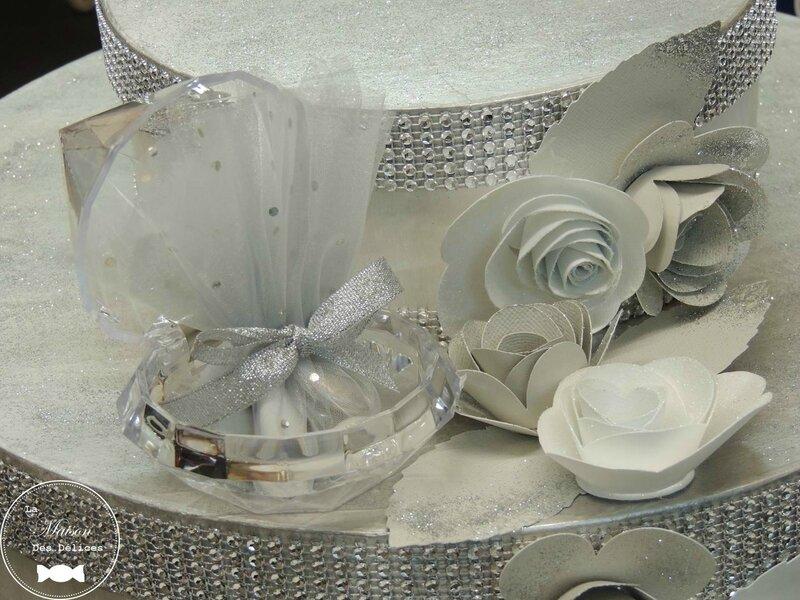 contenant dragées mariage plexi transparent thème oriental noces de diamant tulle ruban argent strass urne wedding cake soirée blanche avola3