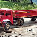 Tracteur bois et plastique berliet. fabricant inconnu.