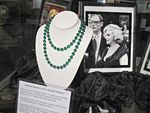 marilyn_monroe_the_exhibit_L_P4Qgs3