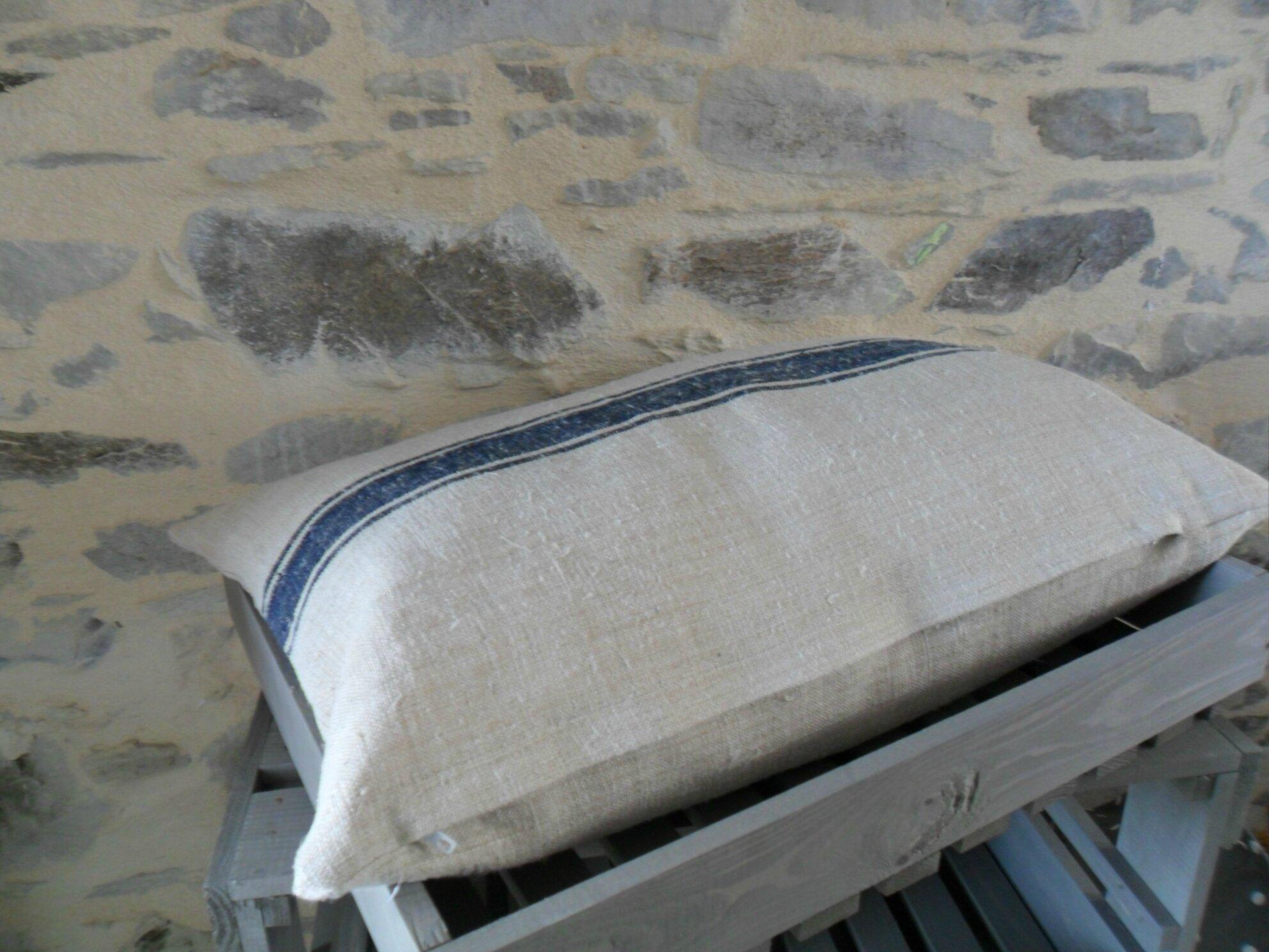 Housse de coussin en chanvre ancien (sac de farine) 45€
