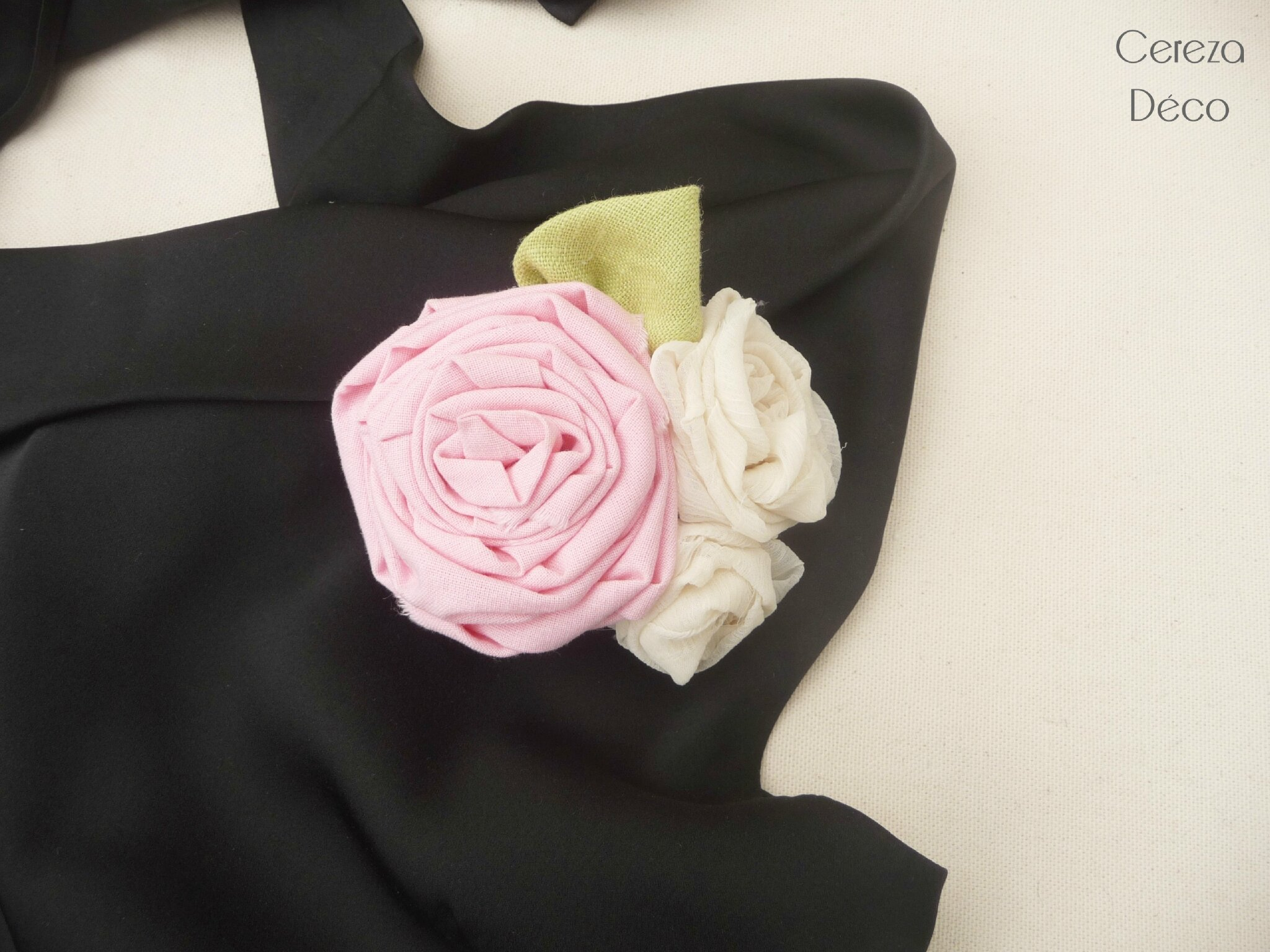 broche pastel mariage champetre mariage grande fleur rose poudré mousseline 4