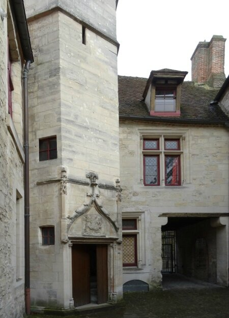 Cour Dauphin2