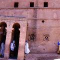 Les pélerins de Lalibela, église de Beta Mariam...