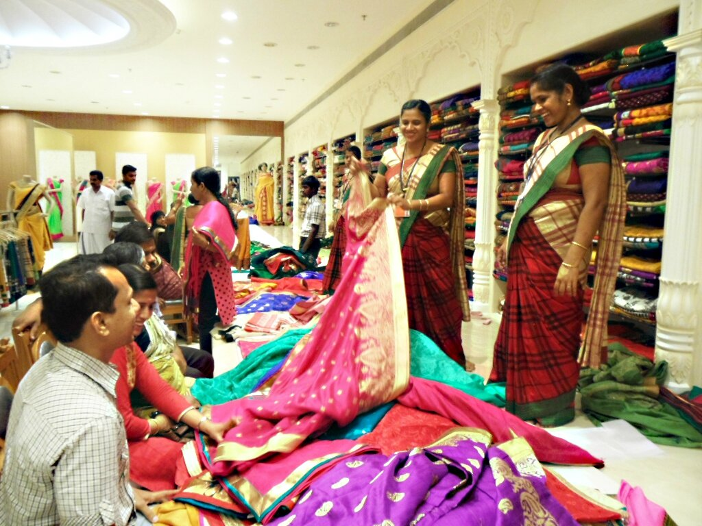 GRAND MAGASIN DE TISSUS A ERNAKULAM