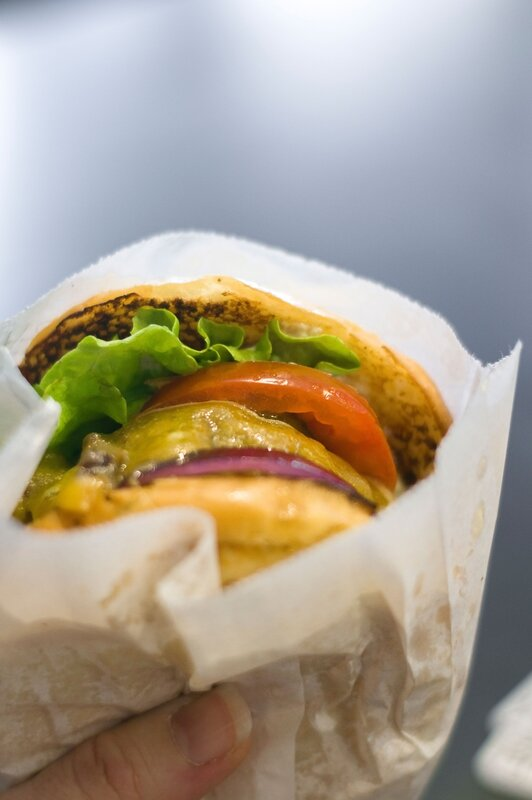 Restaurant-b&m-burgers-restaurant-01