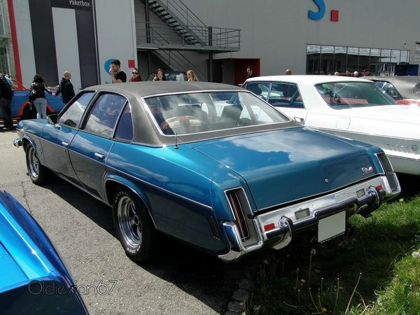 oldsmobile cutlass salon colonnade 4door sedan 1973 b