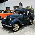 Renault juvaquatre (AHG-2) de 1951 (RegioMotoClassica 2011) 01