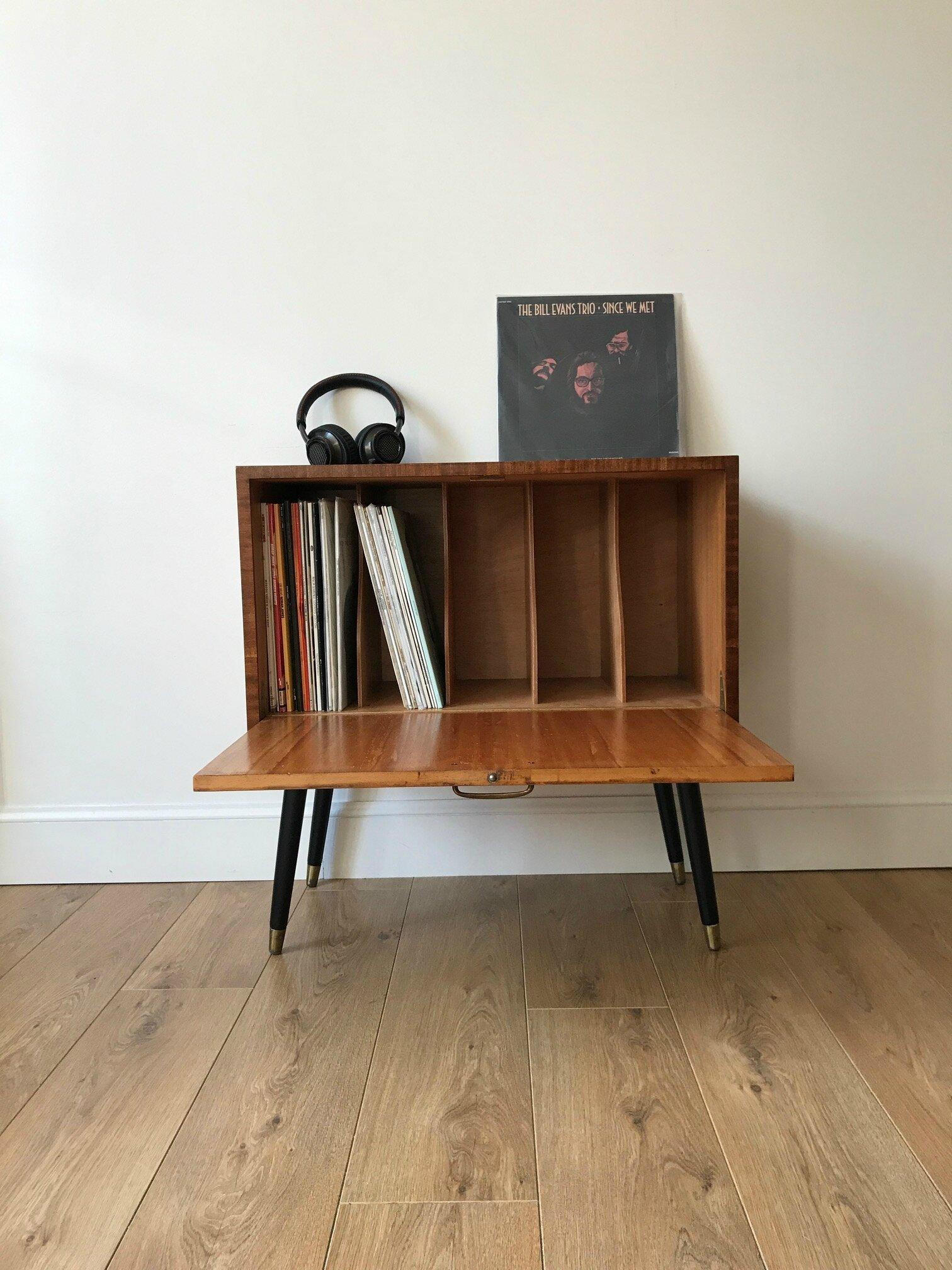 monsieur ne pouvait passer ct de ce super meuble de rangement vintage pour vinyles