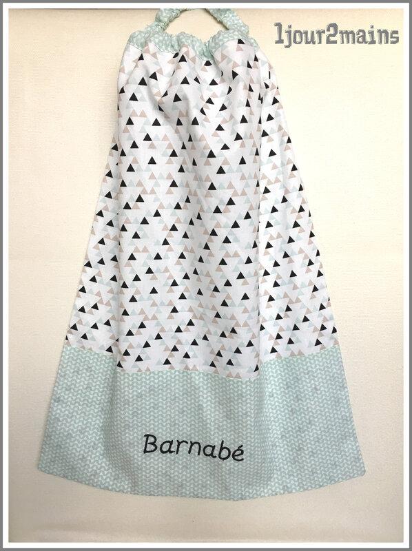 serviette cantine Barnabé vert pale triangle