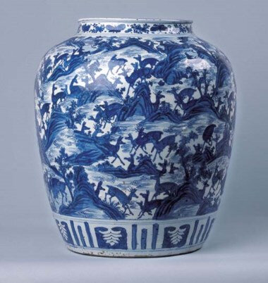 A fine large blue and white 'Hundred deer' jar, 17th century