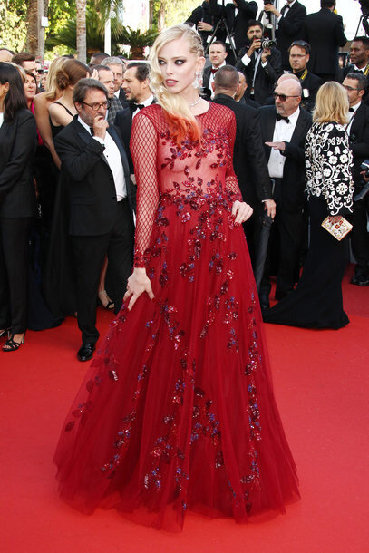 Tanya Dyagileva Cannes 2016 dans robe rouge