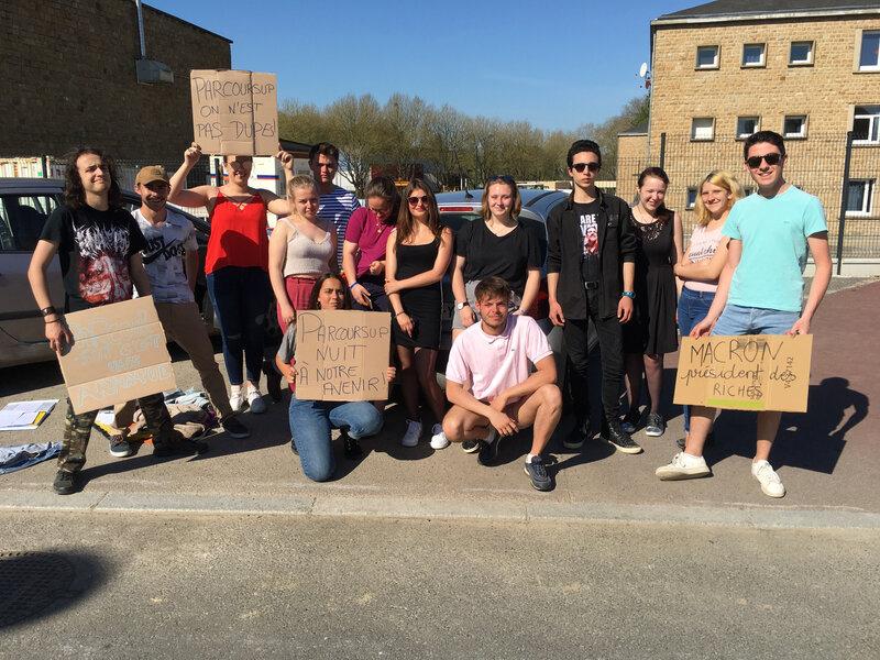 blocus-grève-lycée Littré-Avranches-lycéen-jeudi-avril-2018