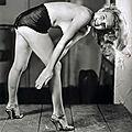 1947 - pin-up marilyn - série en culotte par earl moran