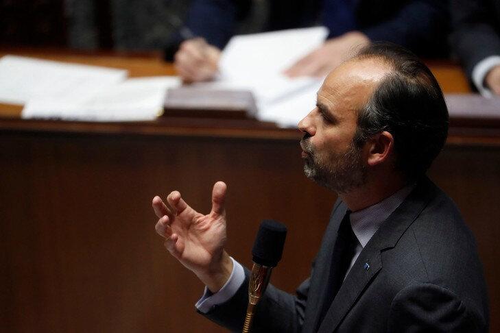 premier-ministre-francais-Edouard-Philippe-prend-parole-Assemblee-nationale-4-decembre-2018d-seance-questions-gouvernement_0_729_486