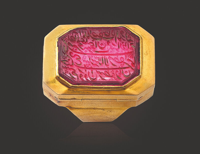 2019_NYR_17464_0042_000(an_antique_spinel_and_gold_seal_ring_with_hidden_key)