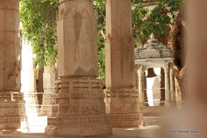 Udaipur Rnakpur temple 1444 colonnes 29 salles