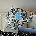 coussin doudou éléphant géométrique chevron gris bleu noir - décoration chambre bébé garçon chevron géométrique gris bleu noir