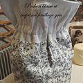 9 pochon blanc et imprimé gris feuillage