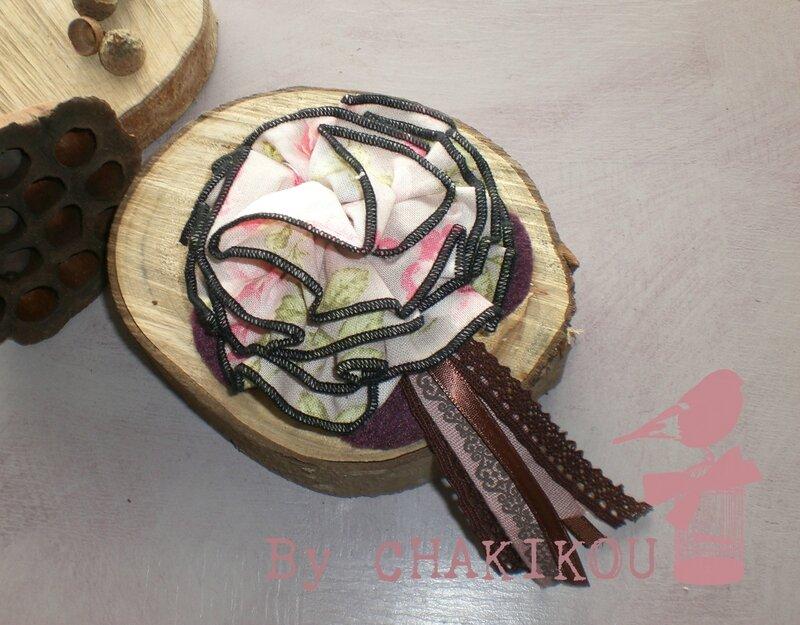 broche cocarde fleurs prune vx rose choco