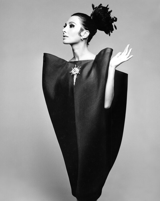 Alberta_Tiburzi_in_envelope_dress_by_Crist├│bal_Balenciaga_Harpers_Bazaar_June_1967__Hiro_1967
