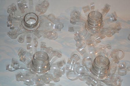 une id e lumineuse pour recycler vos bouteilles en plastique cr er la folie. Black Bedroom Furniture Sets. Home Design Ideas