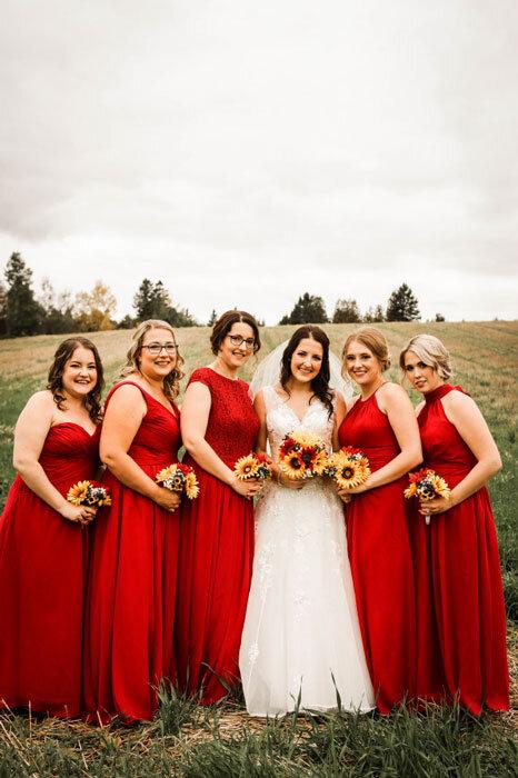 différents-styles-de-robes-demoiselles-d'honneur-rouges