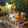 La fête du quartier : défilé d'omikoshi.