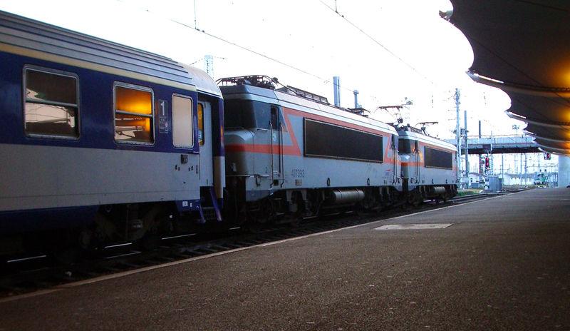BB 7393 en UM sur un train de nuit