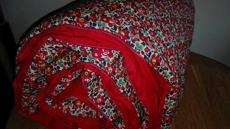 Plaid-Edredon en Liberty d'anjo rouge, dos coton rouge, passepoil rouge herme, 100x150 cm (8)