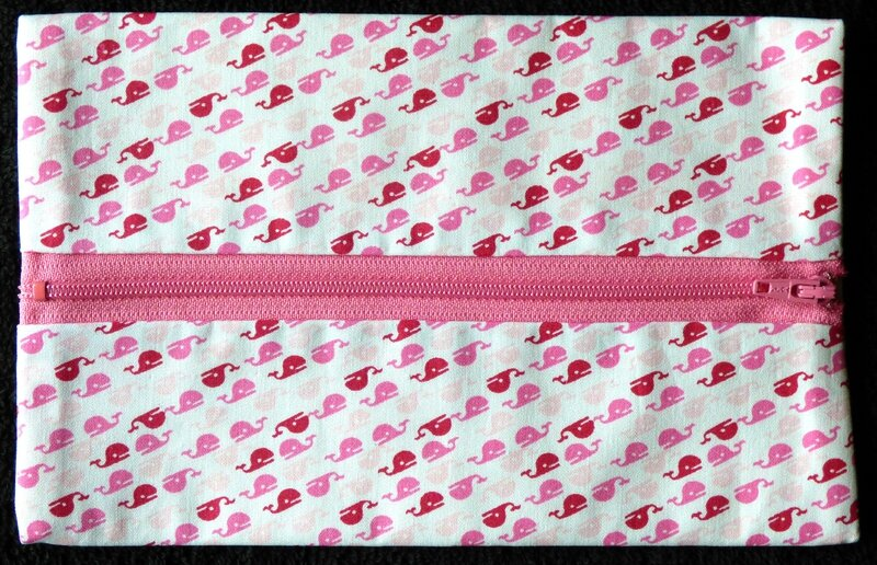 trousse plate avec baleines roses