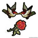 ecusson-brode-deux-oiseaux-et-une-rose-a-thermocoller