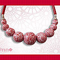 Collier effet mosaïque rouge dif taille