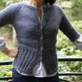 Short-sleeved cardigan with ribbing.
