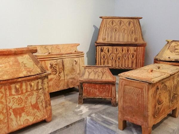 crete MAH 453 sarcophages