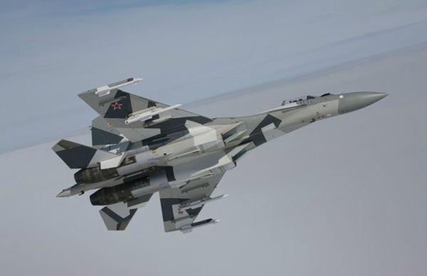 Su-35-en-vol
