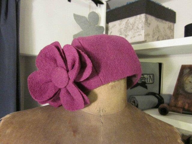 Chapeau AGLAE en laine bouillie violine avec fleur - doulure de lin prune (3)
