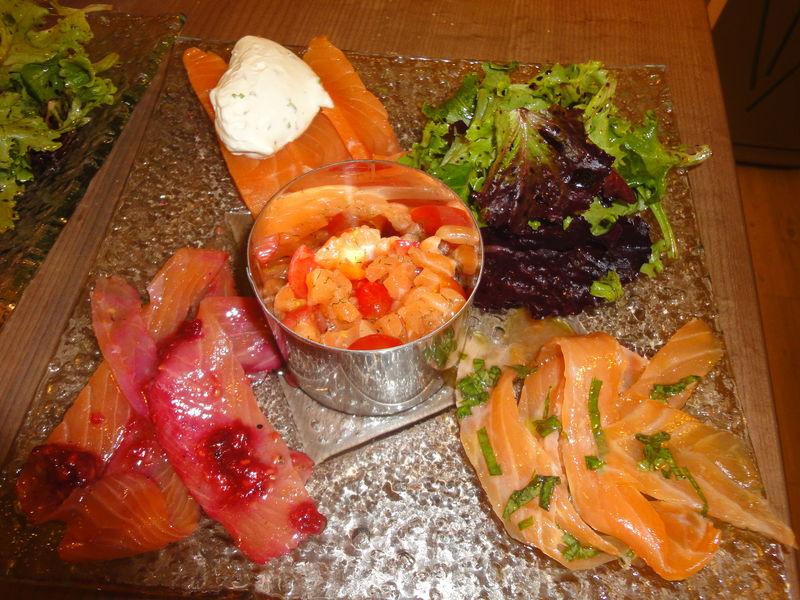le saumon dans tous ses tats une assiette sp ciale repas en amoureux dans la cuisine de. Black Bedroom Furniture Sets. Home Design Ideas