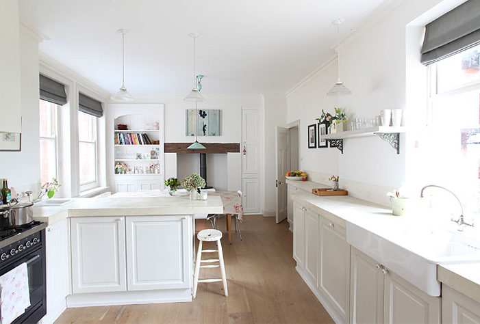 beautiful-simple-kitchen-in-white