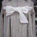 Manteau AGLAE en lin brut rayé blanc cassé fermé par un noeud de lin blanc cassé (3)