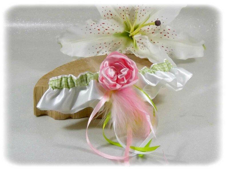 Jarretière de mariée satin rose blanc vert anis plumes