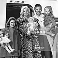 jayne-1961-03-13-LA_airport-with_family-1