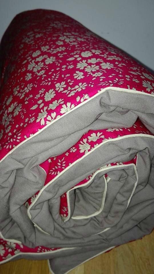 Plaid JULIE en Liberty Capel rouge, dos coton taupe et passepoil beige