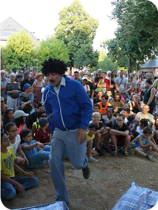 Quartier Drouot - Spectacle de rue Tleta39