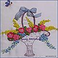 Panier fleuri en broderie au ruban
