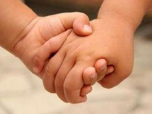 enfants main dans la main
