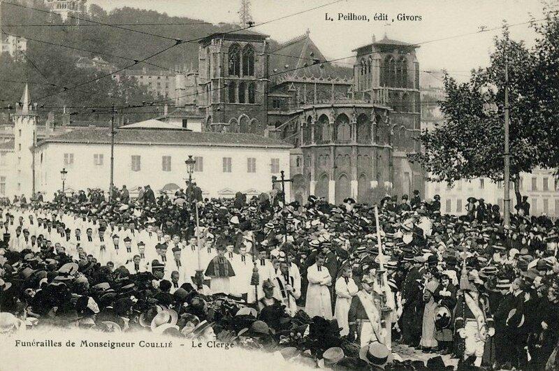 funérailles Mgr Coullié le clergé - 1