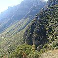 grèce les gorges de vikos les falaises abruptes