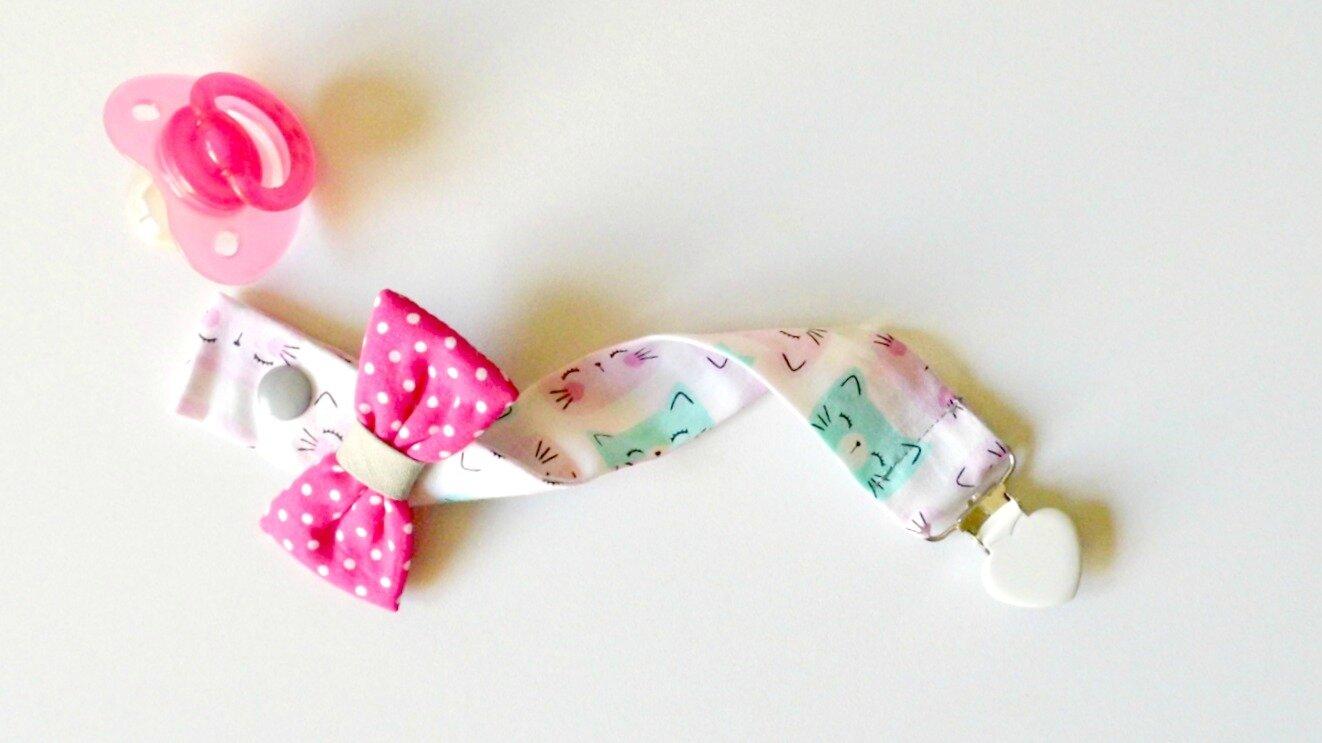 Attache tétine imprimée chats petit noeud à pois