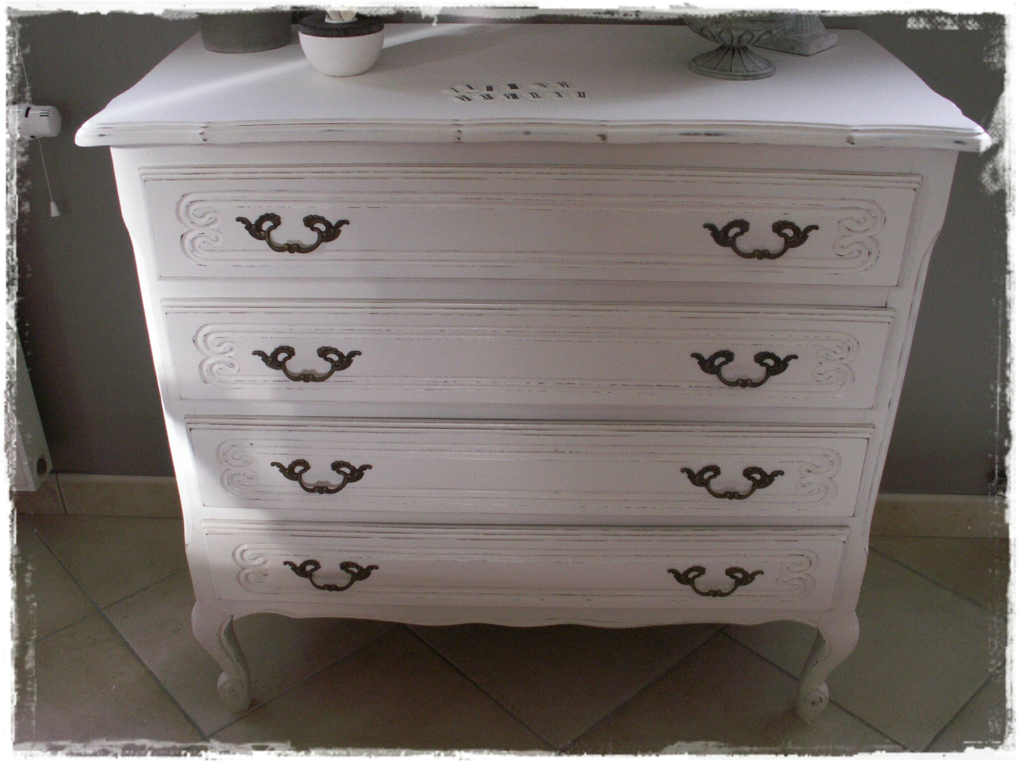 commode ancienne relook e broc et patine le grenier de sara. Black Bedroom Furniture Sets. Home Design Ideas