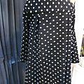 Manteau AGLAE en lainage maille noir à pois gris femé par un noeud (7)